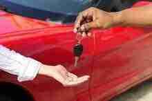 Schlüsselübergabe beim Autokauf: Autofinanzierung ohne SCHUFA