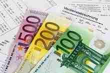 Lohnabrechnung mit Banknoten, Kredit für Teilzeitbeschäftigte