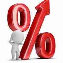Nachdenkliche 3D Figur vor einem großen Prozentsymbol, welche Komponenten sind im Kreditzins enthalten?