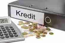 Beitragsbild: Rechner, Euro und Ordner mit der Aufschrift Kredit