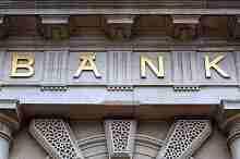 Eingang zu einem repräsentativen Bankgebäude